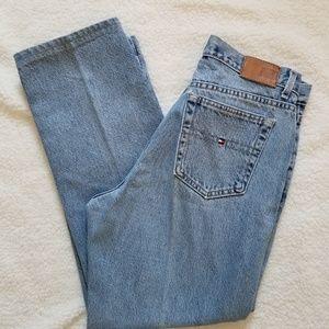Tommy Hilfiger high-waisted light wash jeans sz 8